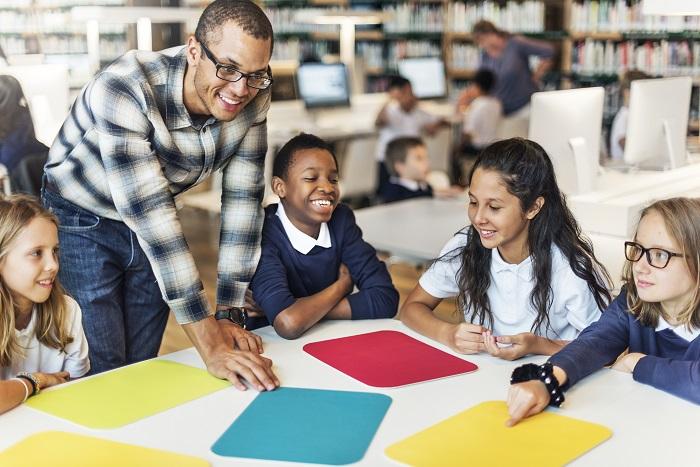 Diferenças no desempenho escolar entre brancos e negros