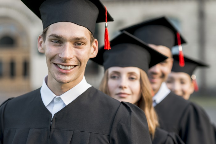 IDados no Valor Econômico: cai o percentual de jovens que trabalham na área de formação